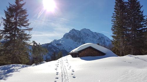 Verleih Skitourensets und Schneeschuhe
